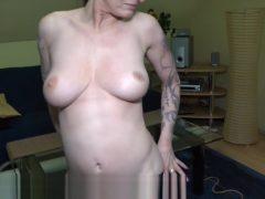 Tattowierte Amateurin mit Mega Titten