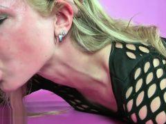 AnnikaRose: Gagging und fetter Deepthroat