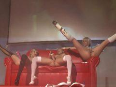live dildo show van 3 geile blondjes