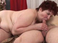 Die fette Oma mit behaarter Vagina hat Sex mit Fremden