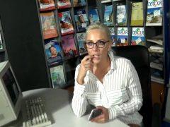 Lara Cumkitten – Im Reiseburo Herr Fick Was Soll Das