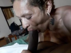 Schwarze Oma Kummert Sich Um Den Schwanz