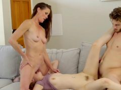 Große Titten – Son Nail His Stepmom And His Sister